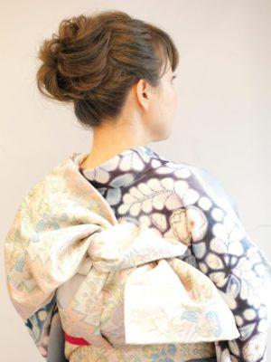シンプル まとめ髪 ヘアアレンジ シニヨン ルーズ